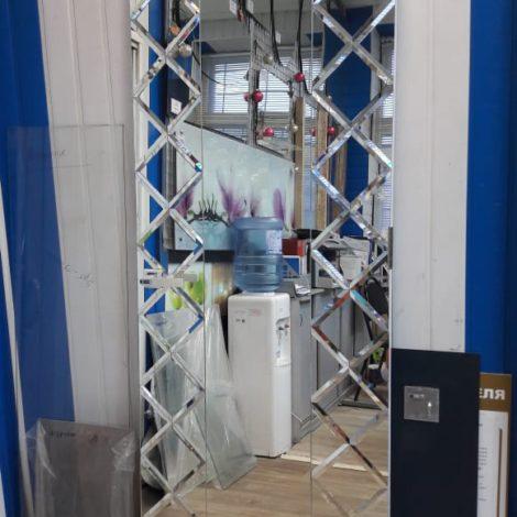 Дверь с зеркальным фацетом