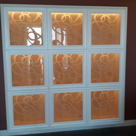 Шкаф с фасадом из стекла бронза с пескоструем